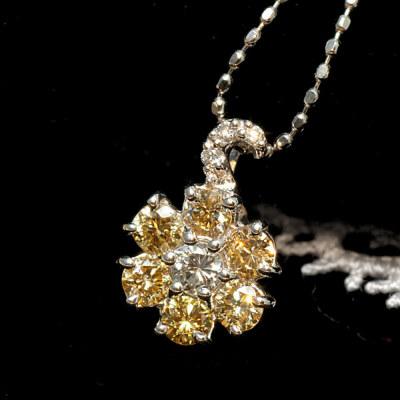 アーガイル産ゴールデンダイヤモンドペンダント「ノーブルフラワー」